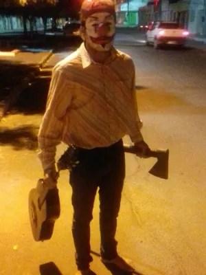 Jovem vestido de palhaço sinistro é detido após assustar pessoas nas ruas de Juazeiro (Foto: Divulgação/Polícia Civil)