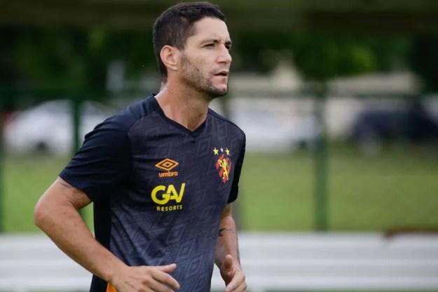 Thiago Neves em treino pelo Sport — Foto: Anderson Stevens / Sport Club do Recife