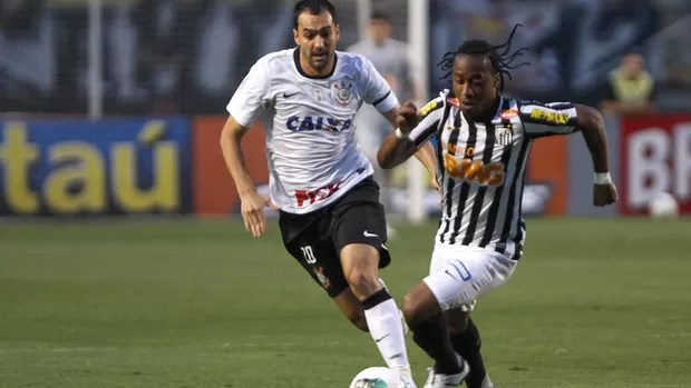 Danilo do Corinthians e Arouca do Vasco (Foto: Leandro Martins / Ag. Estado)