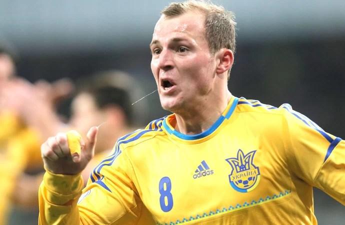Roman Zozulya comemora gol da ucrânia contra a França (Foto: Agência AP )