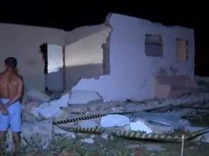 Segundo análise inicial da perícia, parede pesava cerca de 300 kg e esmagou o tórax do idoso (Foto: Reprodução/TV Sergipe)