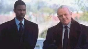 Após um agente morrer em plena ação, a CIA convoca seu irmão gêmeo para completar sua missão. Entretanto, ele é um malandro das ruas que não tem a menor ideia do que fazer na CIA, recebendo a ajuda de um agente mais experiente.
