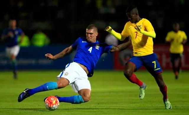 Washington Corozo e Lyanco Seleção sub-20 Brasil x Equador (Foto: EFE)
