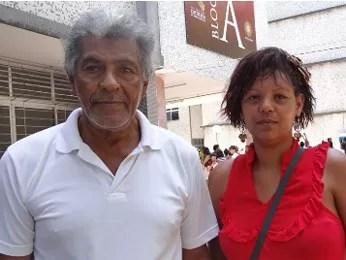 Fernando Gomes dos Santos, de 70 anos, foi incentivado a volta a estudar pela sobrinha Eugênia Micheline (Foto: Gabriela Alcântara/G1)