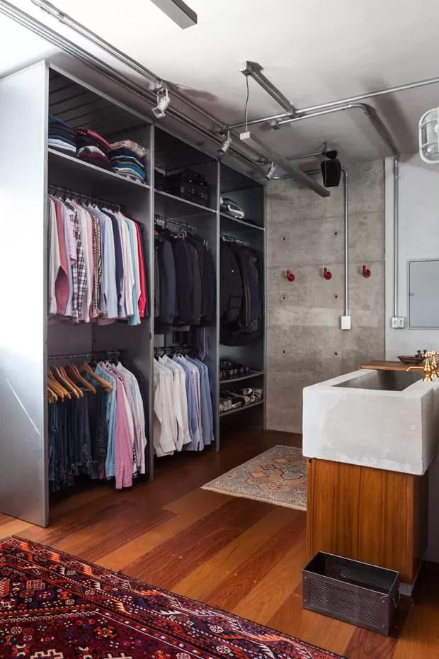 O estilo industrial d o tom neste apartamento de 147 m