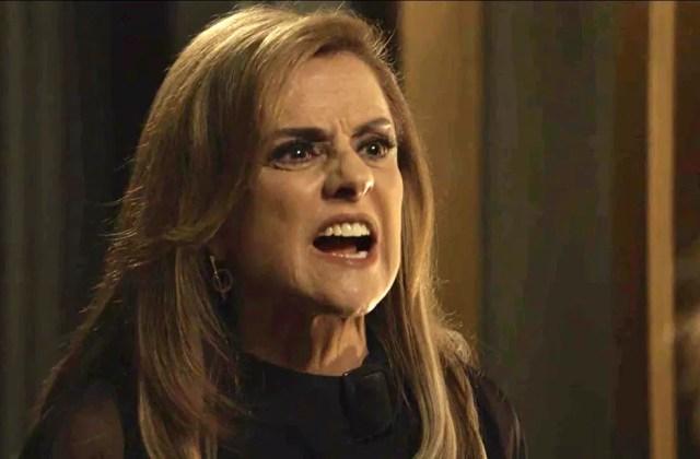 Sophia se enfurece com Clara (Foto: TV Globo)