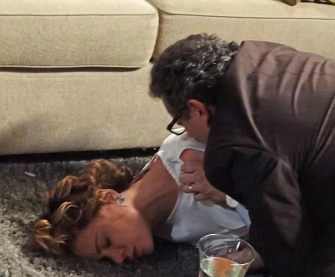Ana desmaia após receber notícia chocante (Foto: Bruno Cavalieri / Gshow)