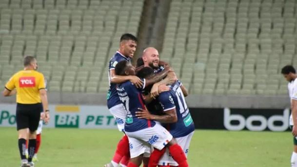 Jogadores do Fortaleza comemoram o gol de David