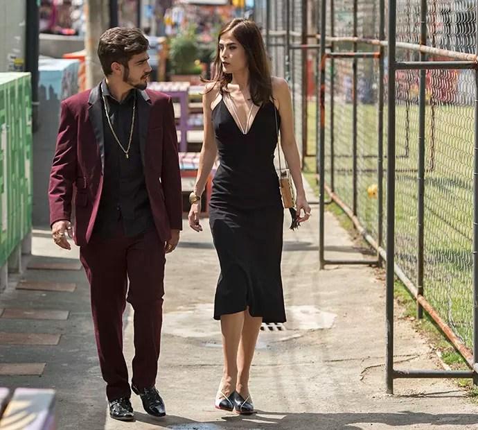 Grego e Margot chegam produzidos para a inauguração do Cebola Brava (Foto: Globo/Estevam Avellar)
