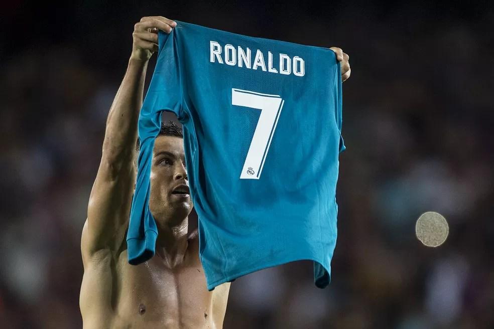 Cristiano Ronaldo comemoração Real Madrid x Barcelona (Foto: AFP)