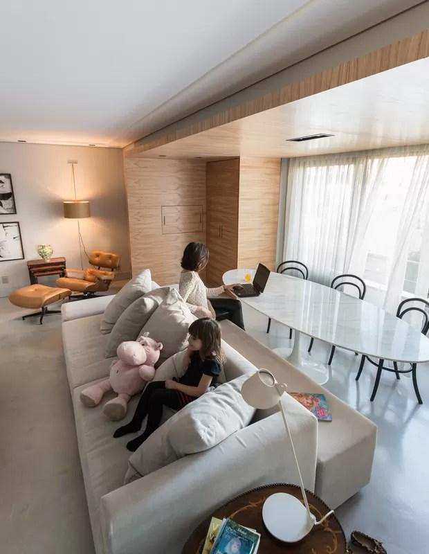 Decorao de sala tem poucos mveis e forro de madeira  Casa e Jardim  Decorao