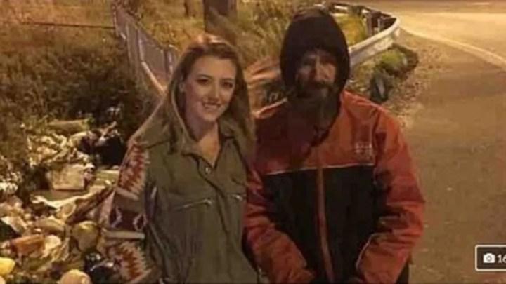 Kate McClure tirou uma foto com Bobbit para promover a campanha — Foto: GOFUNDME