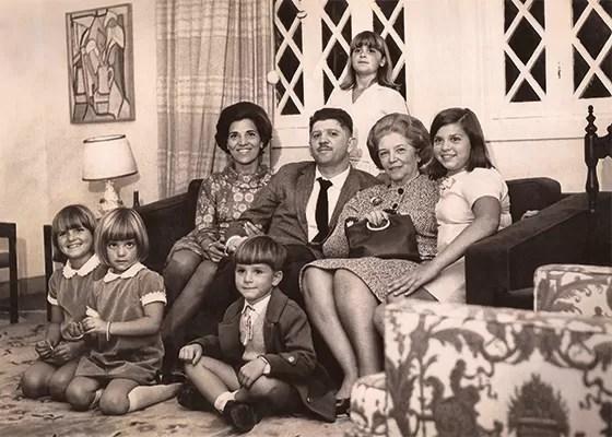 ÉRAMOS SETE 1 | A família completa com a avó Cici, mãe de Rubens (Foto: Acervo da Família)
