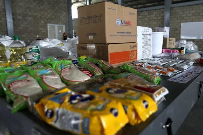 Parte da ajuda humanitária enviada à Venezuela está retida na Colômbia — Foto: Luisa Gonzalez/Reuters