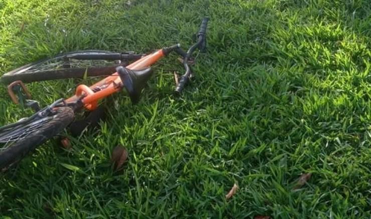 Bicicleta em que a vítima estava quando foi atropelada em Itajobi — Foto: Arquivo Pessoal