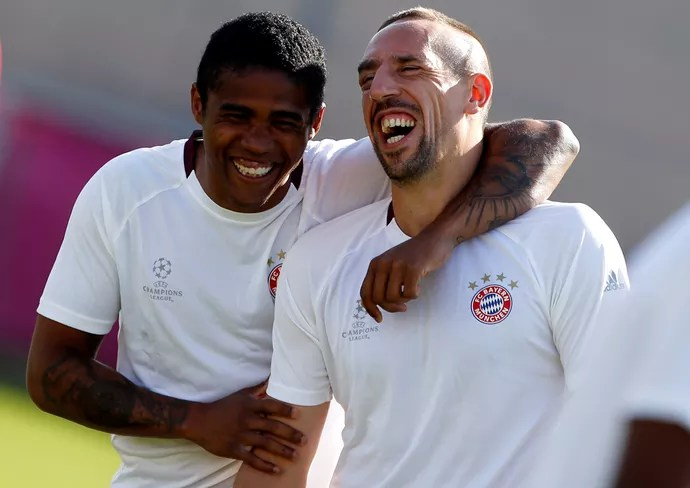 Douglas Costa Ribéry Bayern (Foto: Reuters)