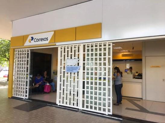 Agência dos Correios funcionam normalmente no Setor Comercial Sul (Foto: Luiza Garonce/G1)