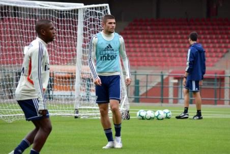 Morato (de colete azul) em treino do São Paulo — Foto: Érico Leonan / saopaulofc.net