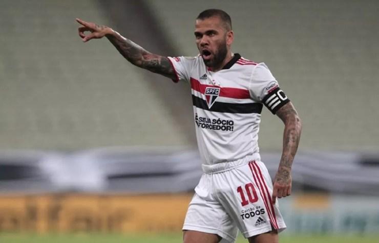 Daniel Alves cobra dívida milionária do São Paulo — Foto: Rubens Chiri / saopaulofc.net