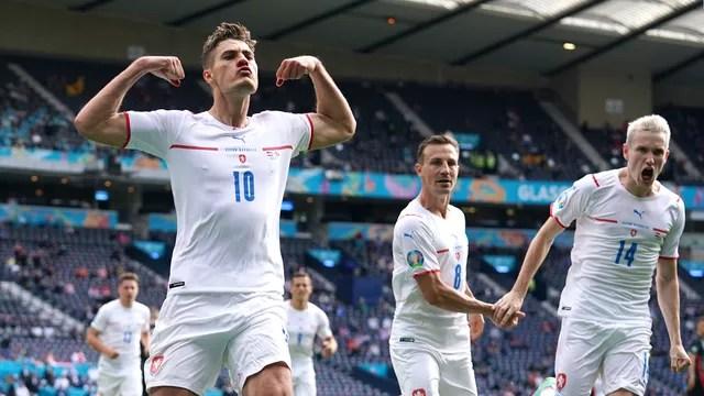 Patrick Schick comemora o gol marcado pela República Tcheca contra a Croácia