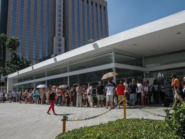 A concessionária BMW Agulhas Negras realiza vacinação gratuita contra o H1N1 na Avenida 23 de Maio,  zona sul de São Paulo, neste sábado (9) (Foto: Marivaldo Oliveira/Código19/Estadão Conteúdo)