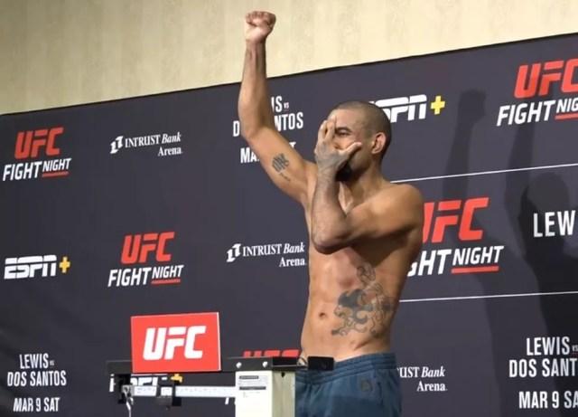Serginho Moraes acredita no jiu-jítsu para vencer o adversário — Foto: Reprodução / Combate