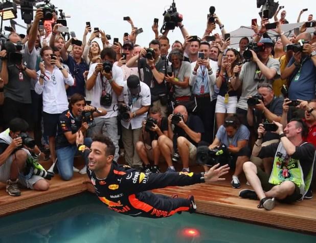 Daniel Ricciardo comemora sua primeira vitória no GP de Mônaco (Foto: Mark Thompson/Getty Images/Red Bull Content Pool)