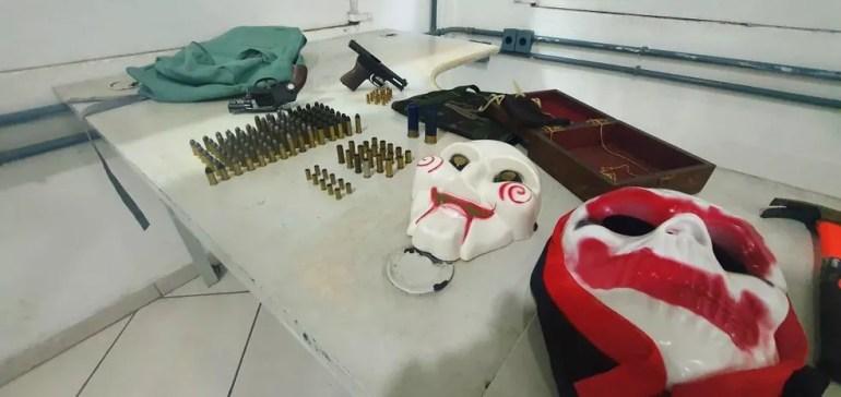 Armas, munições e máscaras apreendias com Franck, em Campinas — Foto: Polícia Militar / Arquivo Pessoal