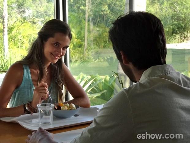 Lili brinca com Marlon e diz que ele tem cara de noivo (Foto: Além do Horizonte/TV Globo)