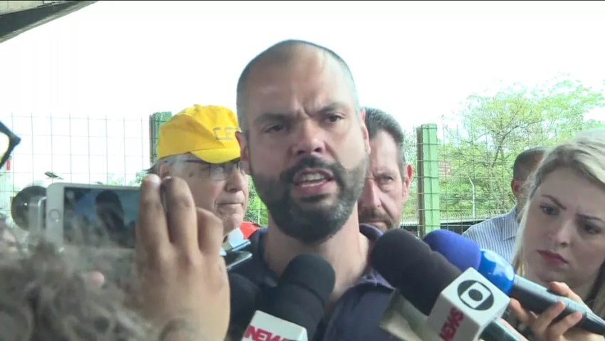 Bruno Covas fala com a imprensa após viaduto da Marginal Pinheiros ceder — Foto: TV Globo/Divulgação