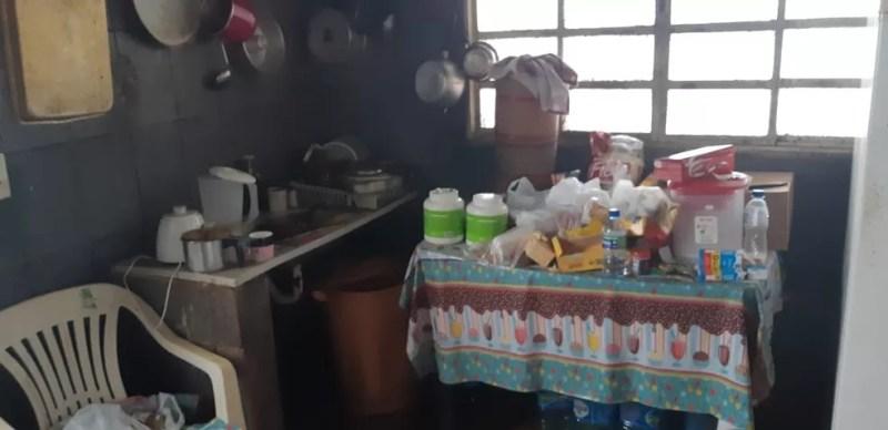 Casa onde idosa foi encontrada no DF estava em condições insalubres — Foto: Polícia Civil/Divulgação