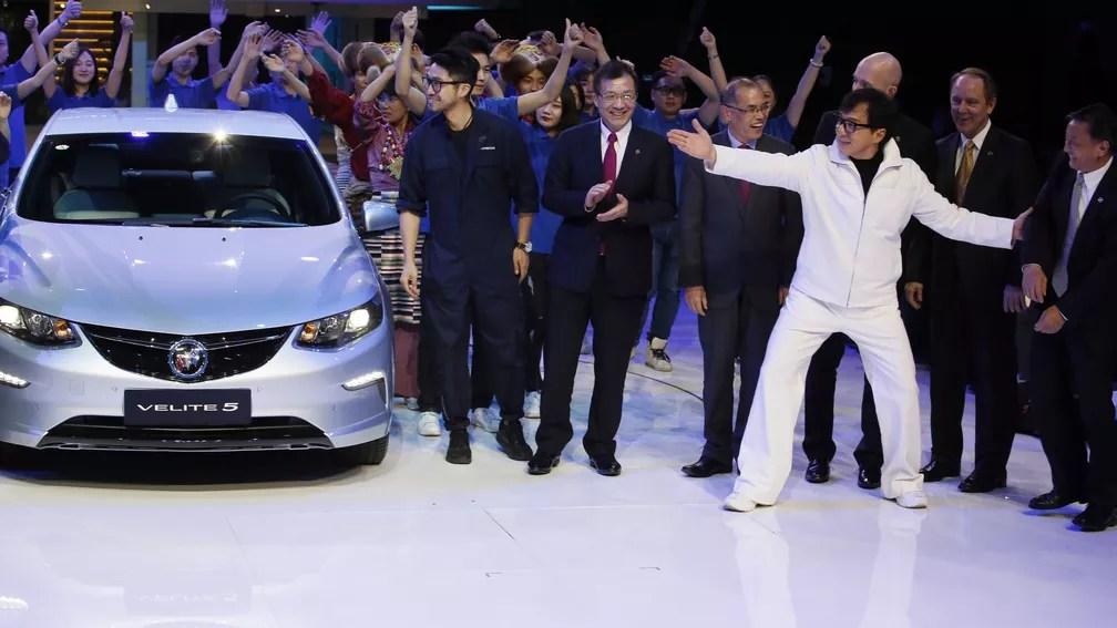 Jackie Chan apresenta o Buick Velite 5 no Salão de Xangai (Foto: AP Photo/Ng Han Guan)