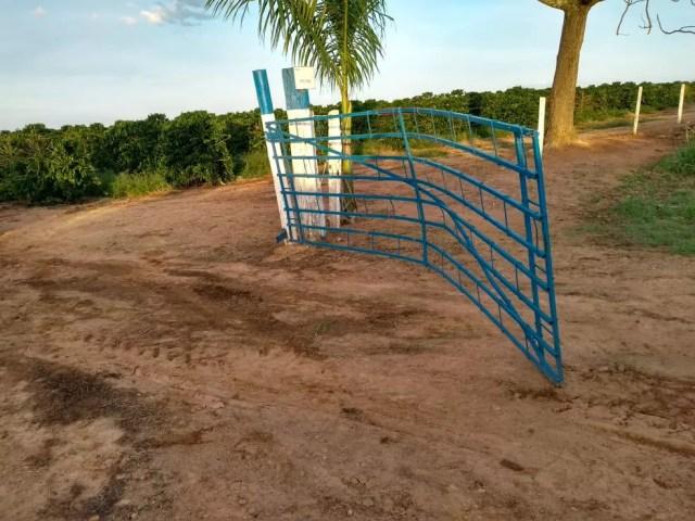 Quadrilha faz moradores de fazenda reféns e roubam tratores do local em Patrocínio (Foto: Polícia Militar/Divulgação )
