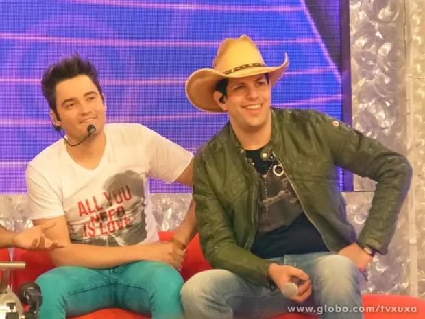 Fernando e Sorocaba embalam plateia com hits (Foto: TV Xuxa / TV Globo)