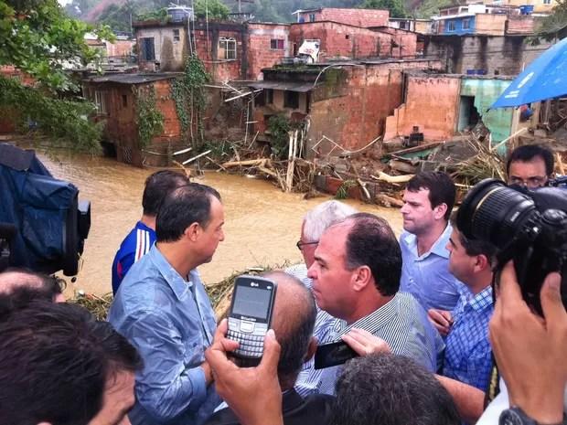 Sérgio Cabral e ministro Fernando Bezerra estão em Xerém (Foto: Marcelo Ahmed / G1)