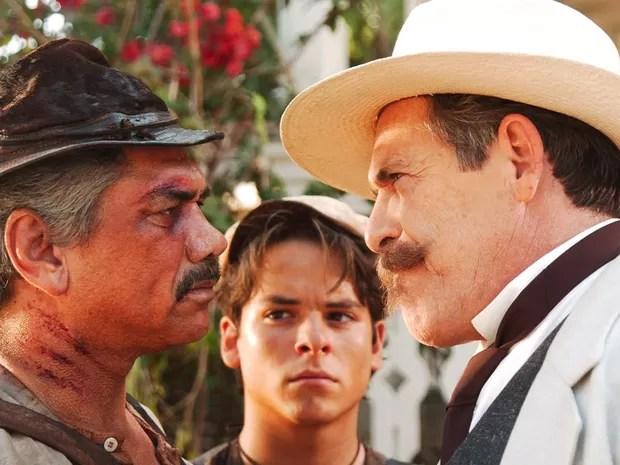 Bastião (Jackson Antunes) e o Coronel Firmino (José de Abreu) vivem em pé de guerra (Foto: CEDOC/TV Globo)