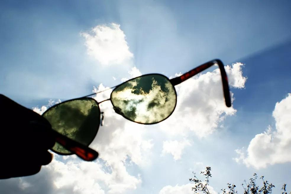 Óculos de sol em dia ensolarado — Foto: Marion Beraudias/Pixabay