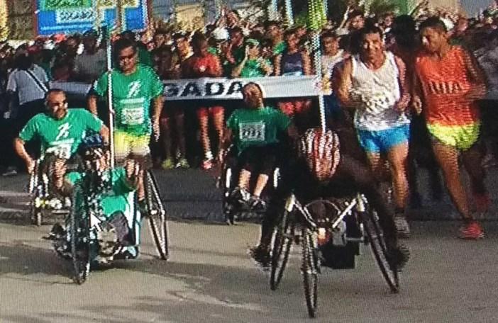Largada dos cadeirantes na última edição da Corrida TV Verdes Mares (Foto: Reprodução/TV Verdes Mares)
