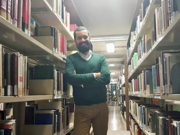O ex-vendedor de cocadas Cristian Santos, que fez cinco graduações no DF (Foto: Raquel Morais/G1)