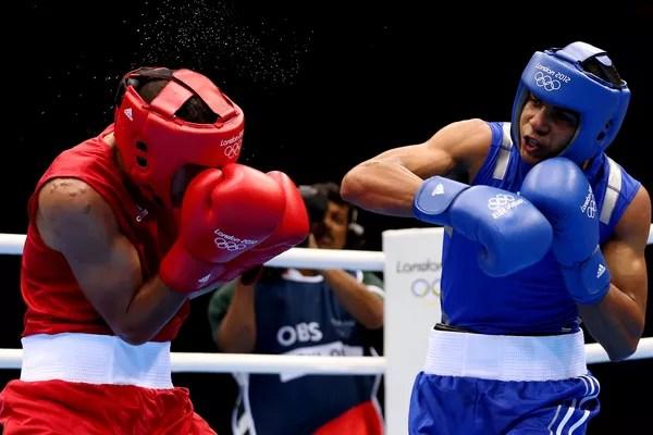 O boxeador porto-riquenho Felix Verdejo Sanchez em luta contra o tunisiano Ahmed Mejri nas Olimpíadas de Londes, em 2012 (Foto: Getty Images)