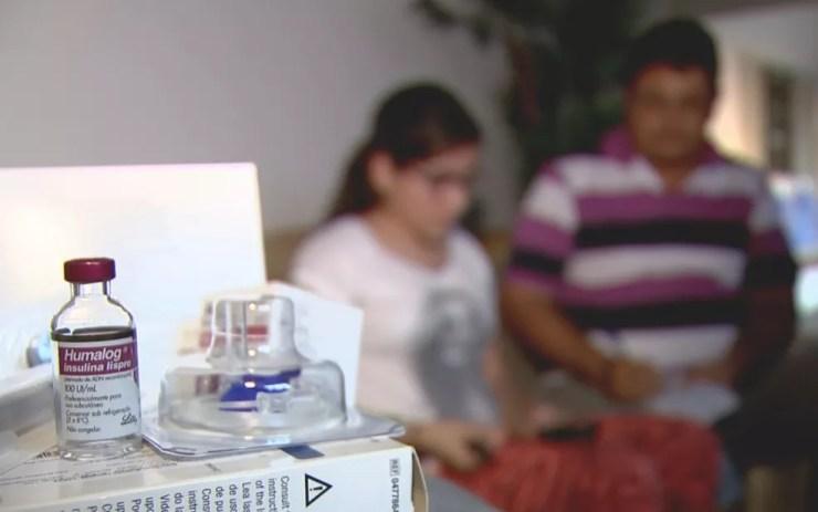 Pacientes precisam entrar na Justiça para conseguir o remédio (Foto: Reprodução/TV TEM)