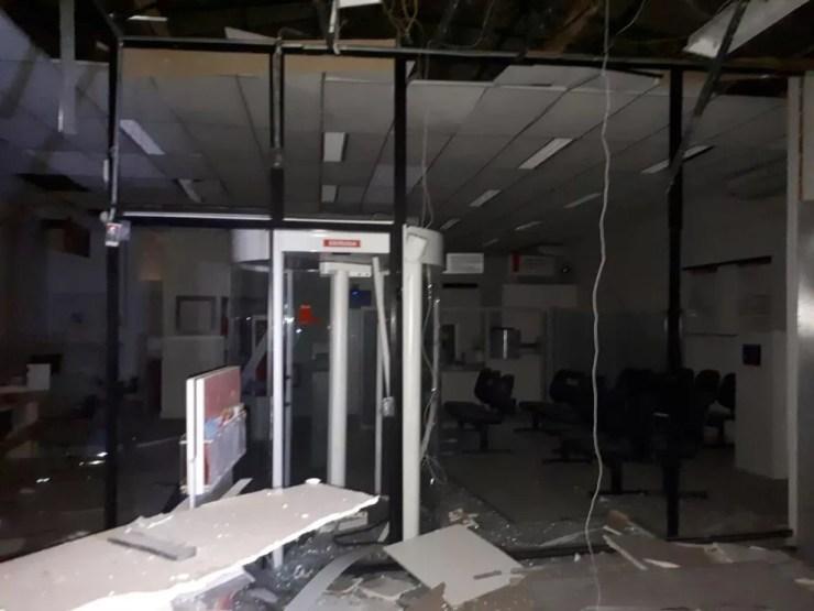Agência bancária de Potirendaba foi atacada por quadrilha durante a madrugada (Foto: Arquivo Pessoal)