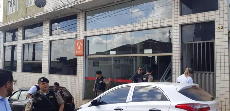 Fachada da agência alvo de assalto em Elói Mendes — Foto: Régis Melo / G1