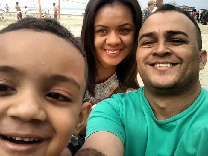 Esteticista Regiane Medrado e sua família: esteticista cancelou peano de saúde por causa do preço e agora recorre ao SUS