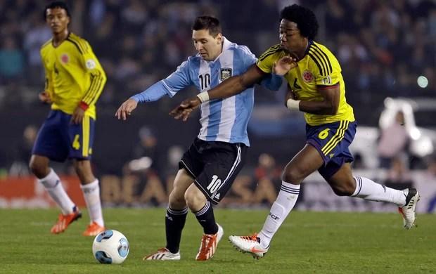 Messi e Sanchez Argentina x Colômbia (Foto: AP)