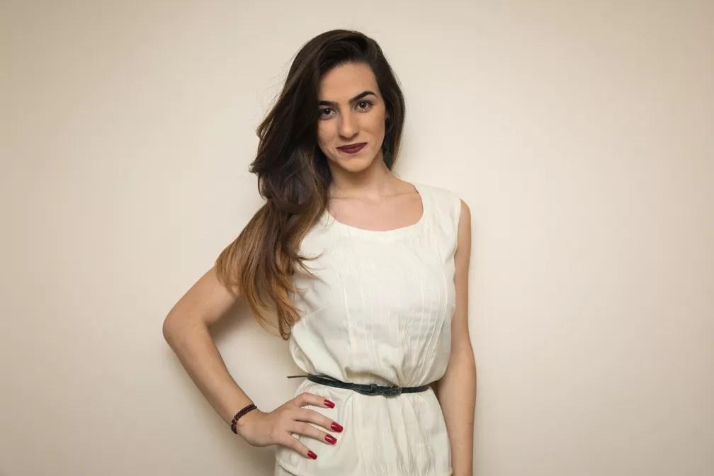 Vivian Dionísio, de 22 anos, é consultora de moda  em Minas Gerais (Foto: Celso Tavares/G1)