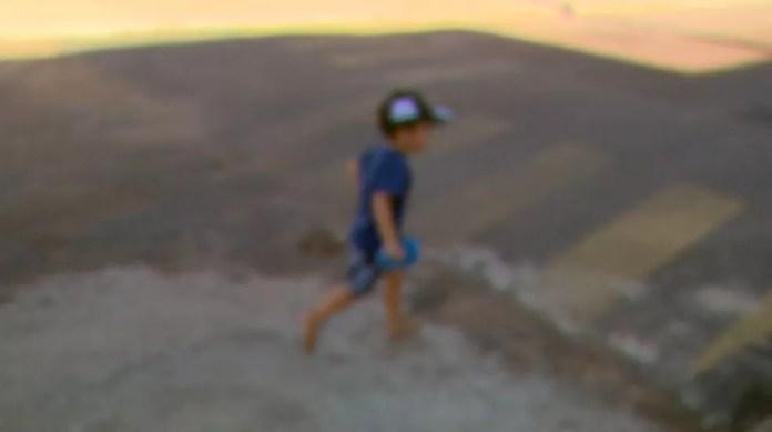 Menino de 2 anos cruzou ruas e avenida para chegar em casa após deixar creche sozinho em Cajuru (SP) — Foto: Reprodução/EPTV