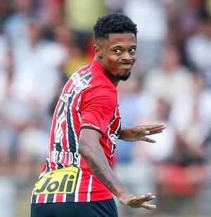 Michel Bastos São Bento x São Paulo (Foto: MARCELLO ZAMBRANA/AGIF/ESTADÃO CONTEÚDO)