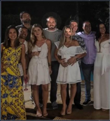 Ramagem, ao lado esquerdo do vereador Carlos Bolsonaro, festejou a virada de 2018 para 2019 com o filho do presidente — Foto: Reprodução