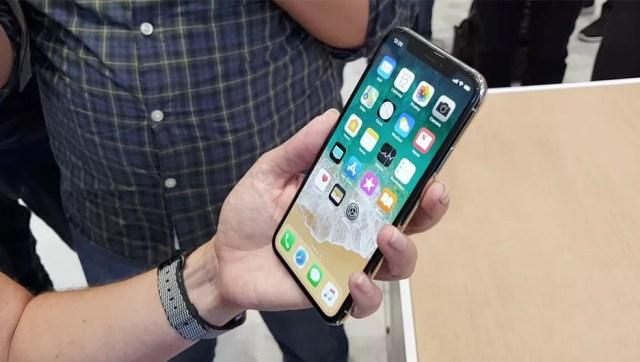 iOS com atualizações frequentes e ágeis são vantagem clara do iPhone X diante dos S9 e S9 Plus (Foto: Thássius Veloso/TechTudo)